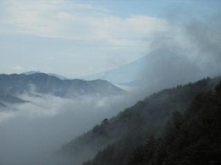 柳沢峠から富士山を望む