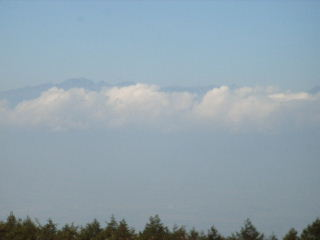 雲の上に穂高と槍が